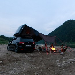 volkswagen with ikamper skycamp and awning